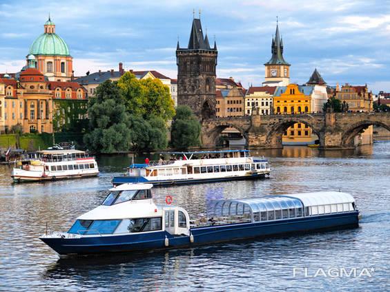 Круиз - прогулка на кораблике по реке Влтаве